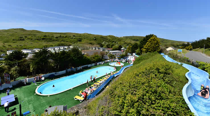 The outdoor pool at Holywell Bay