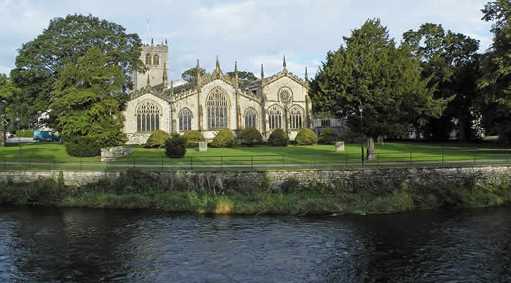 View of Kendal Parish Church by the riverside