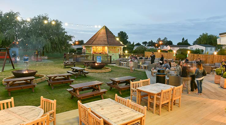 The outdoor dining area at Southview Holiday Park