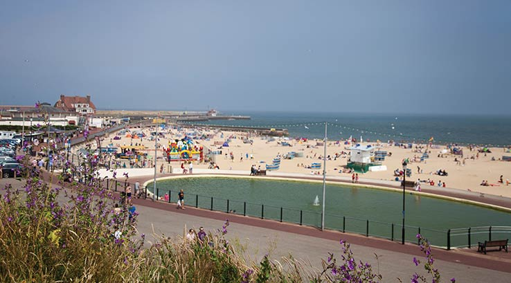 The beach and pond at Gorleston