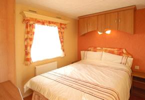 https://www.parkdeanresorts.co.uk/~/media/parkdean-resorts/units/colsalt-carlton-2004-main-bedroom.jpg
