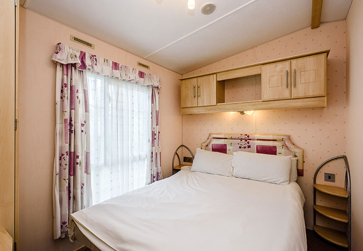 This extra wide caravan offers you a great base for your holiday. There's a fire in the lounge for your comfort and a fully equipped kitchen for easy mealtimes. Plus there's a flat screen TV with Freeview for cosy nights in.