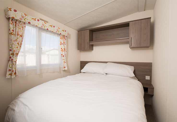 https://www.parkdeanresorts.co.uk/~/media/parkdean-resorts/units/purbrook/bedroom.jpg