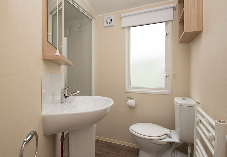 This caravan offers you the latest in style and comfort, including double glazing and central heating. Ideal for families.