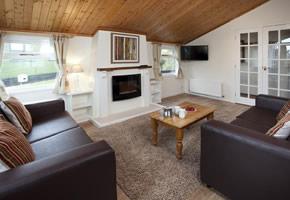 https://www.parkdeanresorts.co.uk/~/media/parkdean-resorts/units/rosemoor-lodge3.jpg